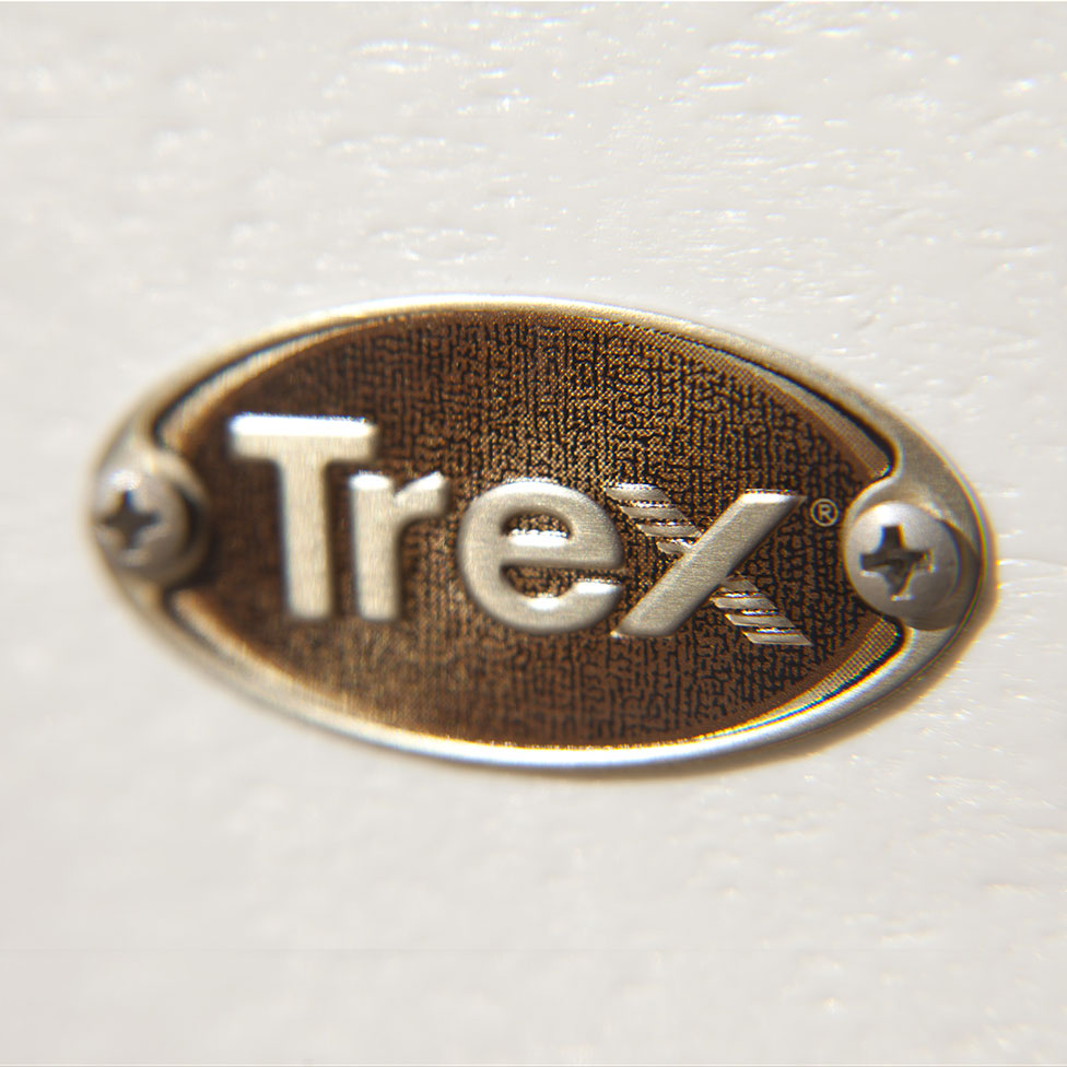 Trex-Outdoor-Furniture-Medallion