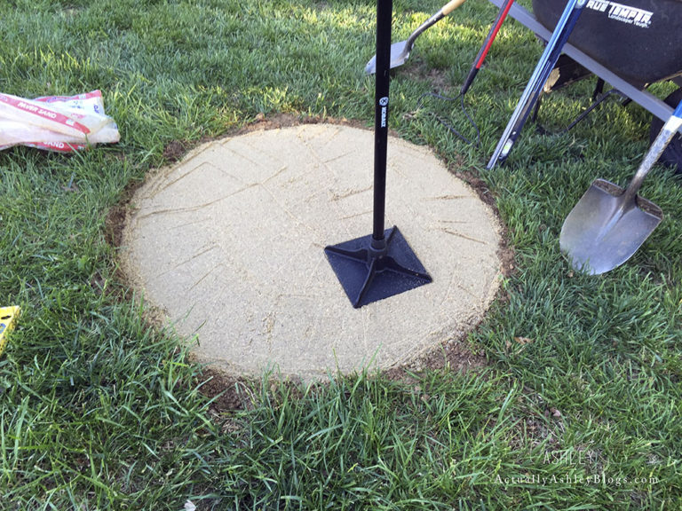 FIRE-PIT-DIY-ACTUALLY-ASHLEY-Tamping-Sand